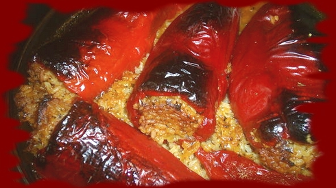 пълнени сухи червени чушки с ориз
