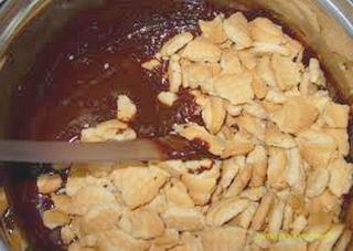 шоколадово бисквитена торта