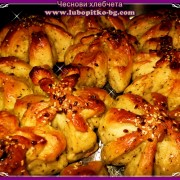 чеснови хлебчета с босилек, чубрица и розмарин
