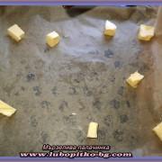 тава с хартия за печене