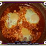 забулени яйца в доматен сос